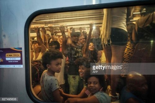 People ride the Samba Train, the annual special train carrying... #vilanovademilfontes: People ride the Samba Train,… #vilanovademilfontes