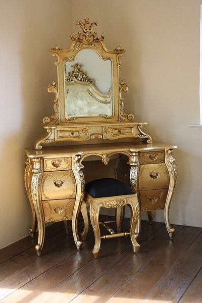 A substantial Rococo French styled dressing table exclusively by Fabulous & Baroque is adorned with four beautifully carved legs...