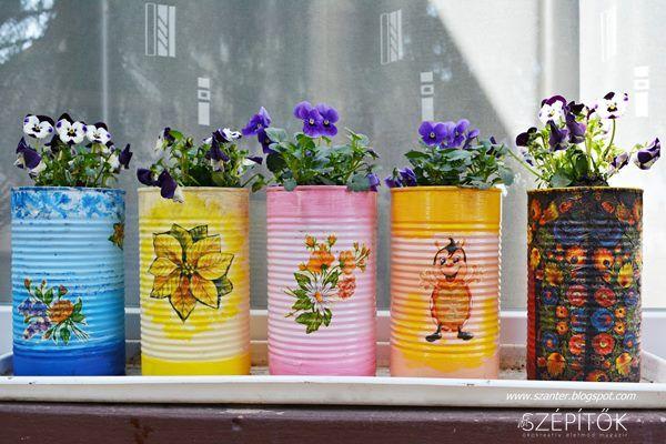 Nyugdíjasként fáradhatatlan szépítő: Terike kutyakonzerves dobozokból varázsolt színes virágtartókat