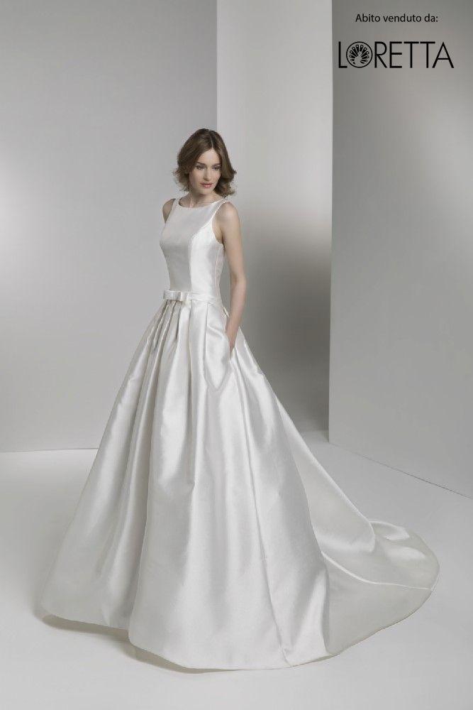 Collezione 2017 | Abito da sposa in tessuto lucido con dettaglio cintura #matrimonio #sposa #wedding #weddingdress