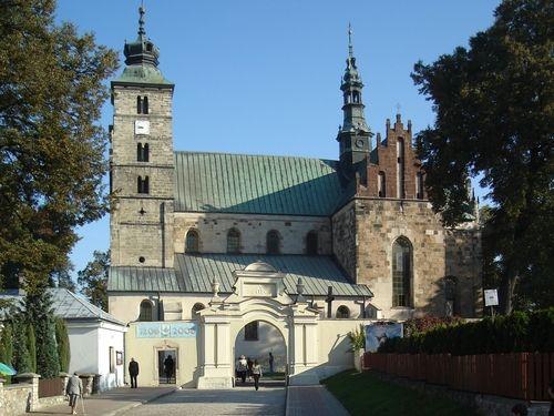 kolegiata św. Marcina w Opatowie z poł. XII wieku, z gotyckimi, renesansowymi i barokowymi dodatkami
