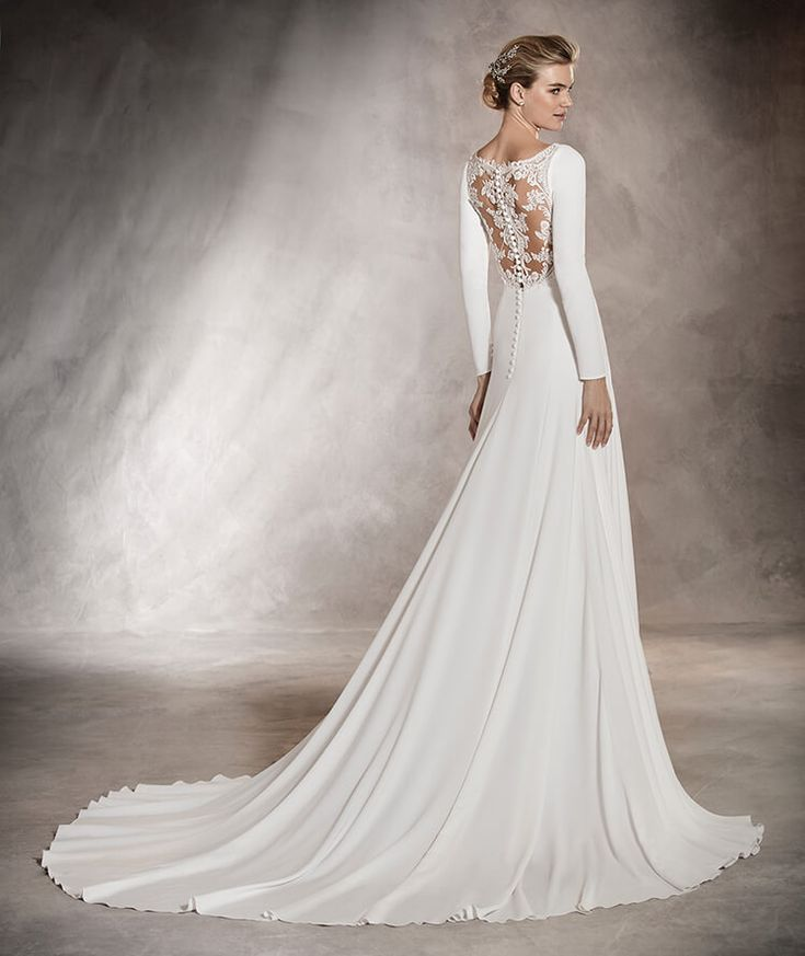 Anabel - Wedding dress with a crew neckline with thread embroidery and gemstones