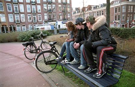 Angela en haar vrienden dronken elke dag na school op een pleintje.