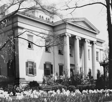 Old Governor's Mansion in Milledgeville, Georgia: Georgia Colleges, Southern Dreams, Southern Plantation, Southern States, Georgia Governor, Georgia Architecture, Governor Mansions, Construction Began, Antebellum Architecture