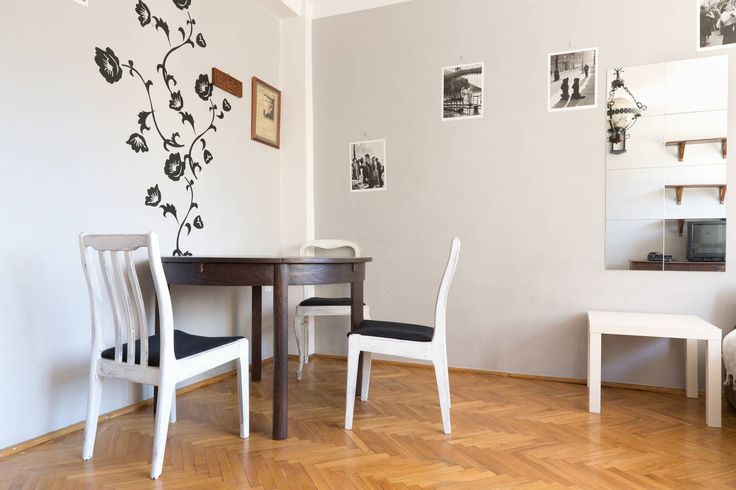£23 per night Studio Apartment in Warszawa, Poland. Apartment in the very centre of Warsaw, next to the US Embassy. Good location?