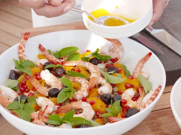 Apelsinsallad med räkor, basilika och olivolja | Recept.nu