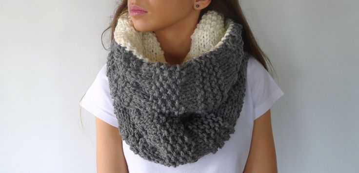 Reversible chunky knit scarf. Cream and gray neck warmer. Wool infinity scarf. Gift idea for her. Unique handmade scarves (36.30 EUR) by KEENbyAM