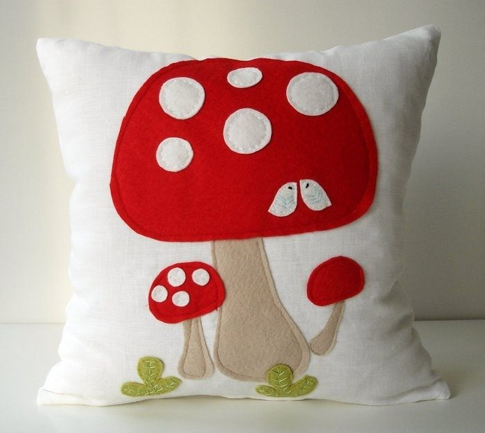 I want to make pillows now!  craft ideas for home and gifts: pillows with application | make handmade, crochet, craft