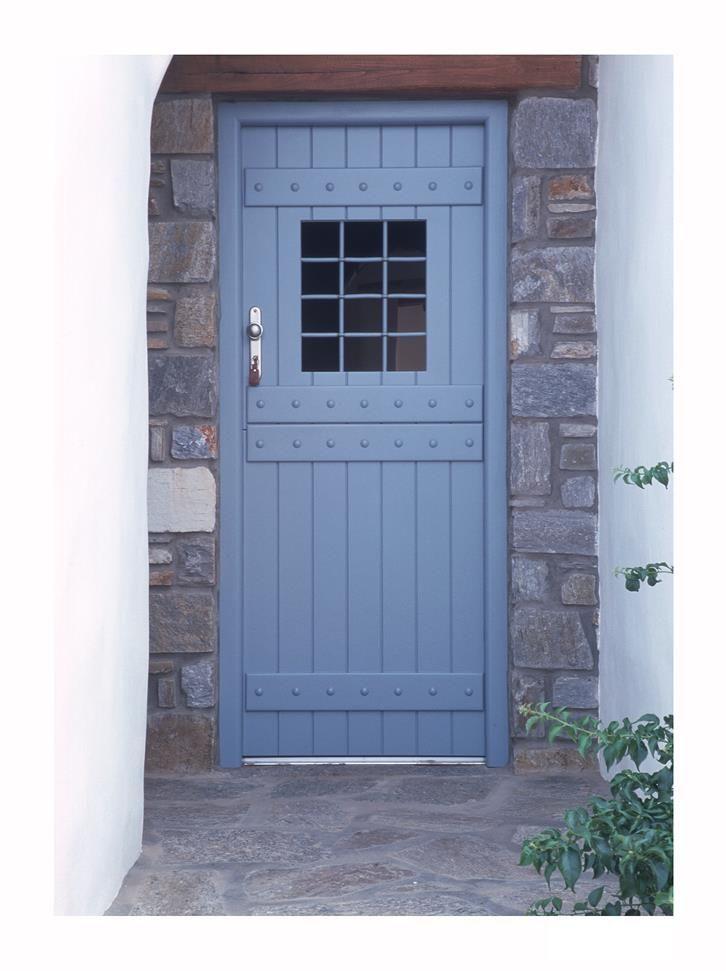 Οι πόρτες που συναντούμε σε παλιά κτίσμα, με δύο ξεχωριστά ανοιγόμενα τμήματα (φύλλα) ισομερή και έχουν από μία κλειδαριά και πόμολο σε κάθε φύλλο.