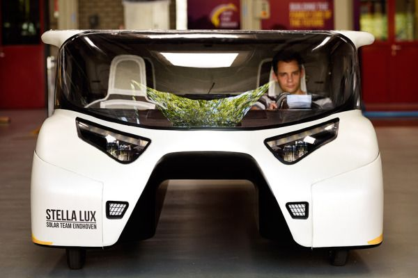 Stella Lux un coche solar familiar que genera más energía de la que consume