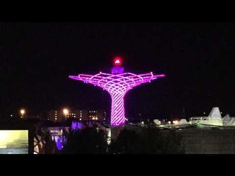 Una serata ad Expo 2015 Milano. Le riprese sono effettuate dall'alto