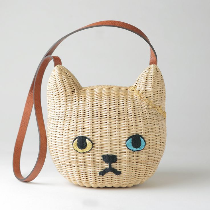 kitty bag ~ embroidered cat face in a basket bag. Basket Philippines, embroidery manufactured in Japan. ¥ 19,440.