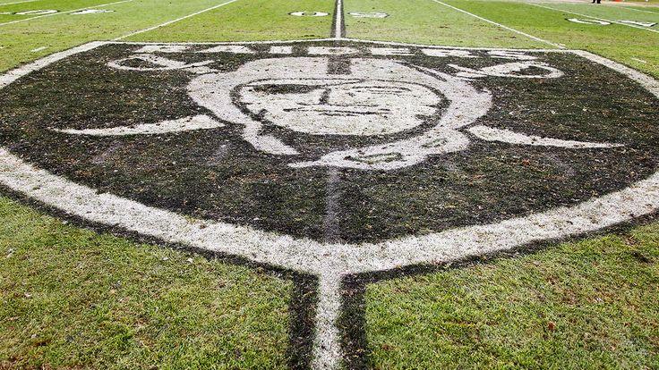 Red McCombs trying to lure Mark Davis, Raiders to San Antonio