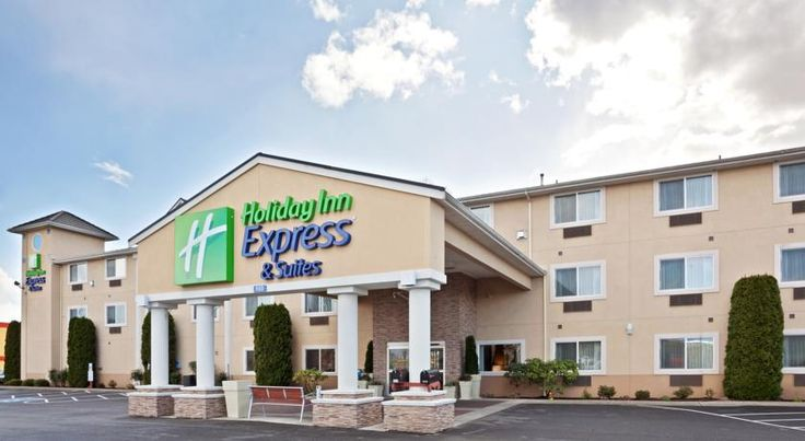 Holiday Inn Express Hotels & Suites Burlington Burlington Directly off Interstate 5 and near local Burlington, Washington attractions, this hotel provides a free daily hot breakfast along with guestrooms featuring microwaves and mini-refrigerators.