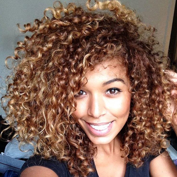 ארוך ומתולתל סינטטי פאות לנשים שחורות פאות שיער טבעי מתולתל האפרו מקורזל זול האופנה האחרונה סינתטית קרלי פאה