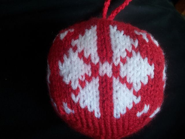Ravelry: Christmas Ornament 1 pattern by Bianca Boonstra