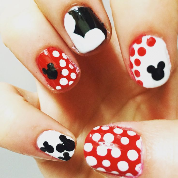 Mickey Mouse nails x
