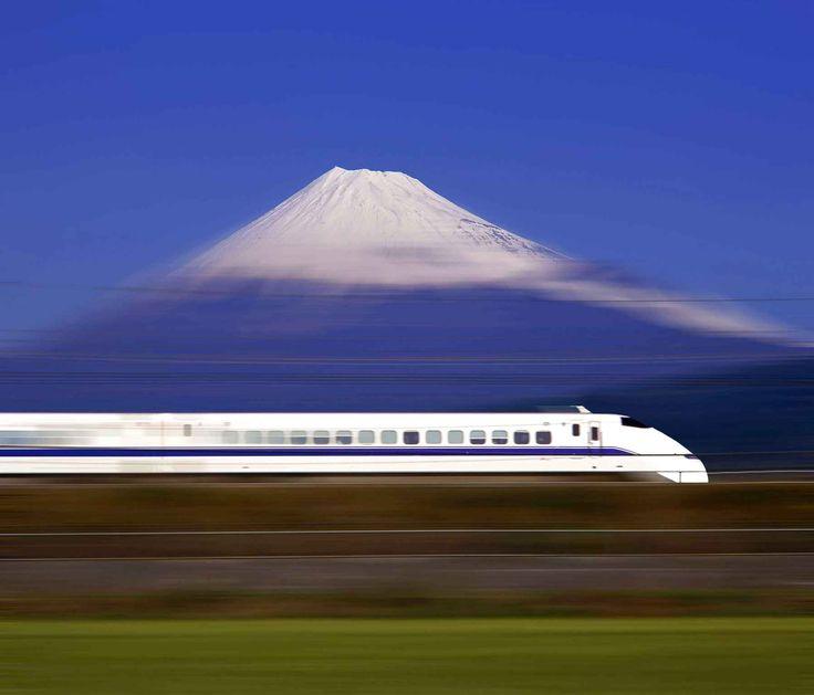 Le Shinkansen, le train à grande vitesse japonais, offre aux voyageurs qui l'empruntent entre Tokyo et Nagoya un bon point de vue sur le Mon...