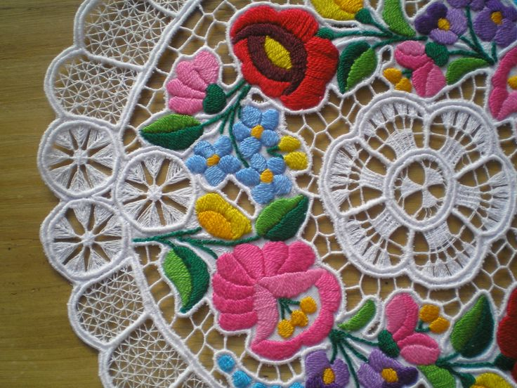 Embroidered richelieu lace from Kalocsa, Hungary no.4. :)