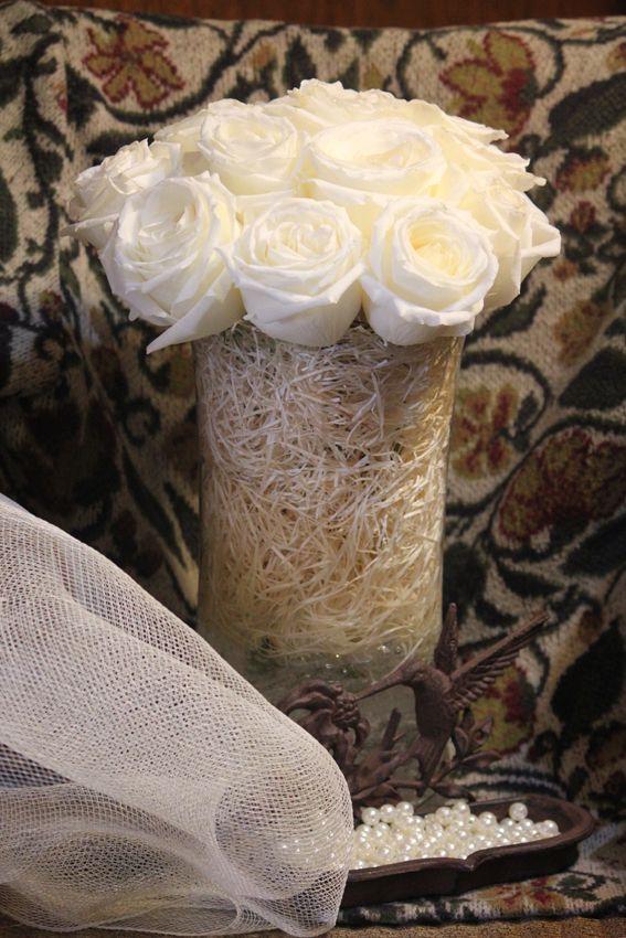 Jarrito rustico de rosas blancas