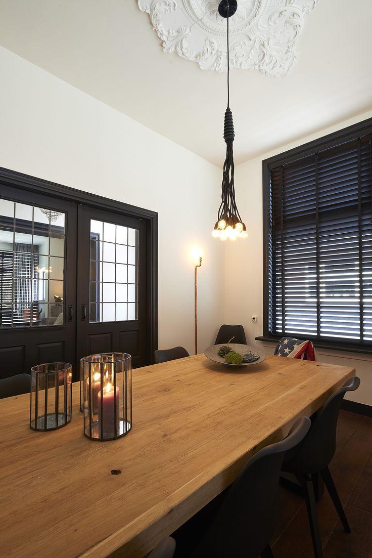 25 beste idee n over donkere deuren op pinterest witte hal smalle gangen en smalle gang - Eigentijdse eetkamer decoratie ...