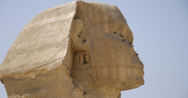 Como fazer uma esfinge egípcia. O Egito é repleto de antigas estruturas arquitetônicas famosas, incluindo as Grandes Pirâmides e a Esfinge. Ao ensinar sobre uma delas, para seus alunos, você pode recriá-la usando materiais artísticos. Ao fazer uma Esfinge à mão, os alunos terão uma ideia melhor sobre a forma e a história da obra, já que será mais fácil ficar focado no que você ...