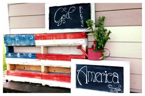USA Happy 4th of July! DIY Palette Flags, and DIY pretty chalkboard signs with hand lettering! add a splash of greenery, ta-da! Makes for easy and adorable 4th of July front porch Decor! Lovin' it! You rock Sister!