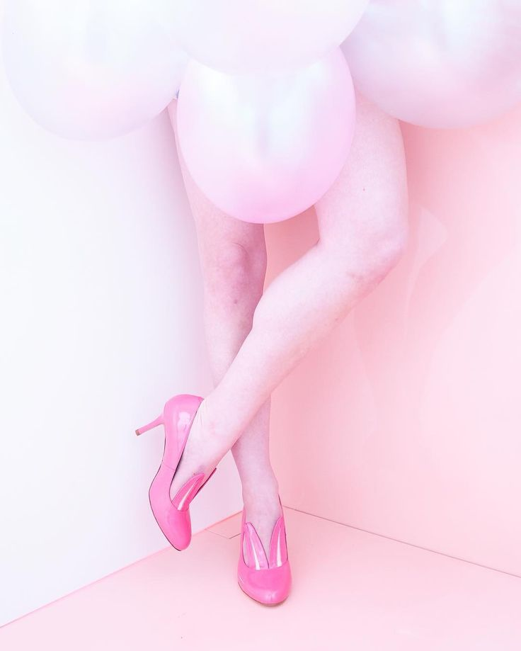 Weekend celebrations start with a pair of girly shoes! Our new member in bright pink patent leather - bunny eared Drew. This beauty is as comfy as it is stunning! Visit us by the Universum and try it out and don't leave without.  #minnaparikka #drew #heels