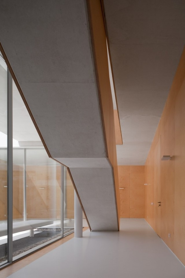 House in Leiria by ARX.: Portugues Architects, Architecture House, Arx Architecture, Arx Portugal, Architecture Architects, Portugal Arquitectos, Architecture Inspiration, Arches Architecture, Architects Portugues