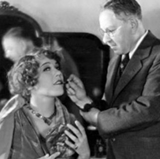 1910: Elizabeth Arden opens the first Elizabeth Arden Salon on Fifth Avenue. It offers skin treatments for the face and body.