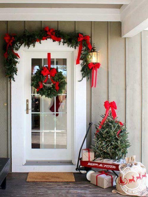 25+ unique Christmas front doors ideas on Pinterest