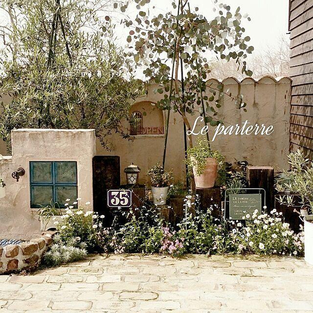 女性で、4LDKのアンティークレンガ/プロヴァンスに憧れて…/手作りの庭/しゃれとんしゃあ会/RC九州支部…などについてのインテリア実例を紹介。「おはようございます❣連休初日とっても、良いお天気 (〃艸〃) 花壇もモリモリになってます❣ プロヴァンスに憧れて…のタグをたくさんの方にお気に入りに登録してもらってて、ビックリしました❤ホントに、ありがと〜 (♡ˊ艸ˋ♡)RCを初めて、約半年近く。フォロワーさんもたくさん❣嬉しい限りです。」(この写真は 2014-05-03 09:08:24 に共有されました)