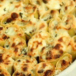 Ricetta paccheri ripieni funghi, ricotta e salsiccia al forno con besciamella. Paccheri o cannelloni? Sfiziosa ricetta per un primo diverso dal solito