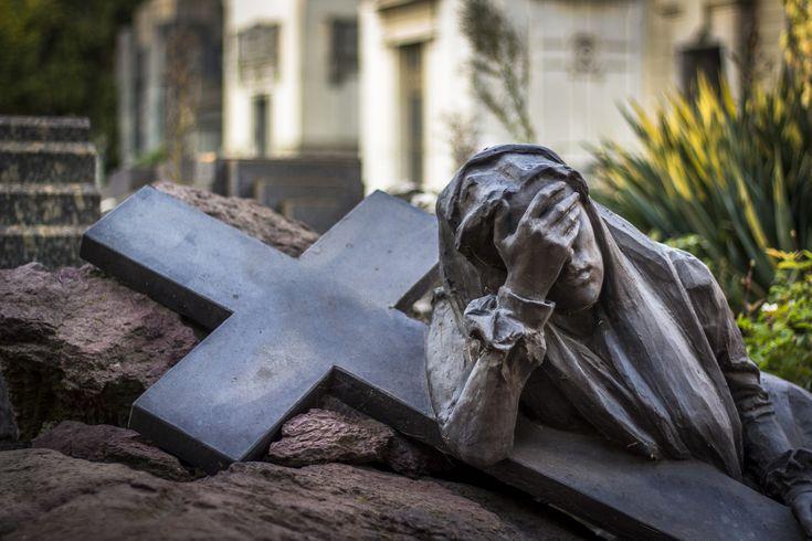 Woman and Cross, Cimitero Monumentale, #Milan #Italy