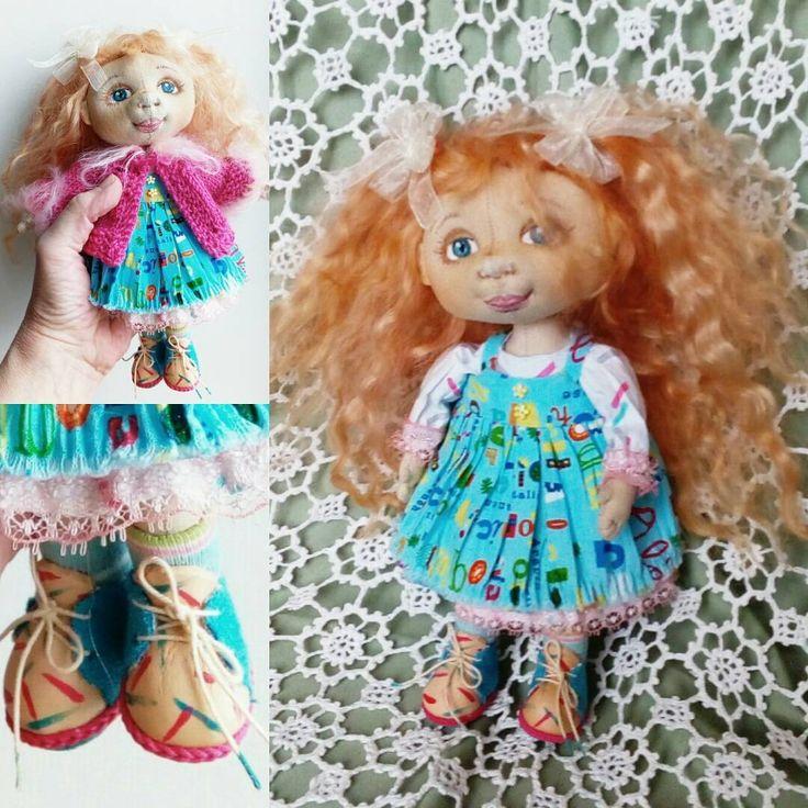 Малышка 20 см, утяжелена гранулятом - сидит без опоры. Нижнее платье и сарафан крешированы, в коленочках шарнирчики, волосы - трессы из козочки. Отличная подружка для больших и маленьких девочек. #текстильнаякукла #кукла_на_продажу #купить_куклу #шарнирнаякукла #handmade_love_you #ht_handmade #proday_handmade #hobby_team #world_of_dollcraft