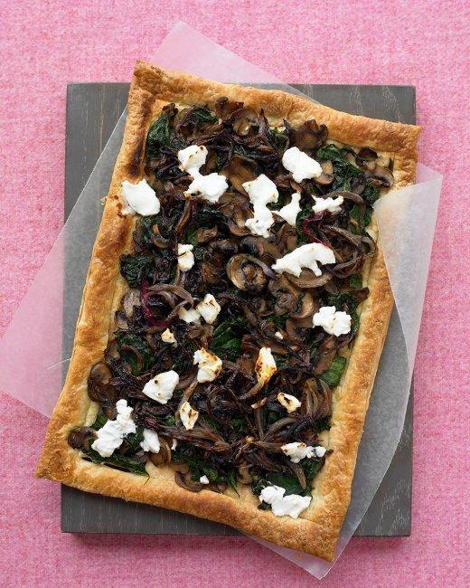 Mushroom Tart Recipe: Marthastewart, Mushrooms Tarts, Food, Tarts Recipe, Goats Chee, Puffs Pastries, Martha Stewart, Vegetarian Meals, Vegetarian Recipes