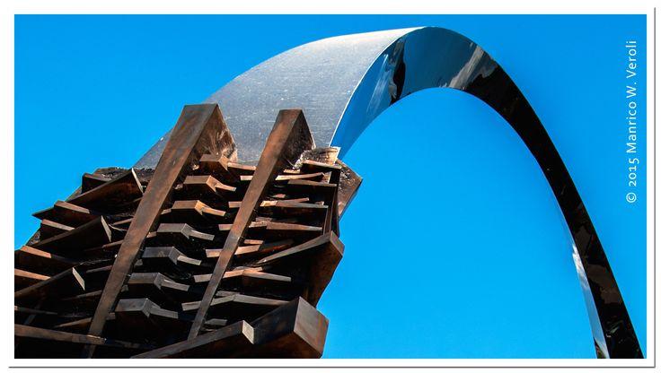 Arnaldo Pomodoro : Arco dei Padri Costituenti