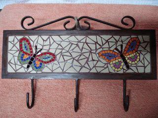 Perchero de fierro. mosaico realizado con azulejos reesmaltados