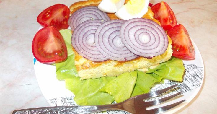 Mennyei Burgonyás omlett sütőben sütve recept! Évekkel ezelőtt találtam ezt a receptet egy magazinban. Azóta gyakran készítem. Tartalmas és laktató reggeli vagy vacsora lehet belőle, friss zöldségekkel vagy salátával kiegészítve.