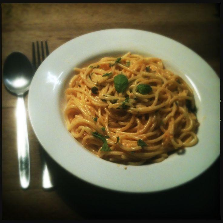 Spaghetti met gegrilde paprika en geitenkaas