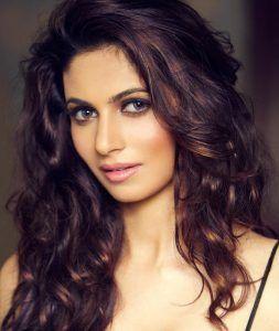 Simran-Kaur-Top-Hottest-Punjabi-Actresses-simran-kaur-mundi