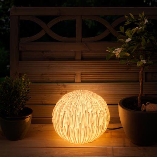 Chrysanthemen-Leuchte - In Asien ein Glücks-Symbol. In Ihrem Garten eine prachtvoll naturale Leuchte.