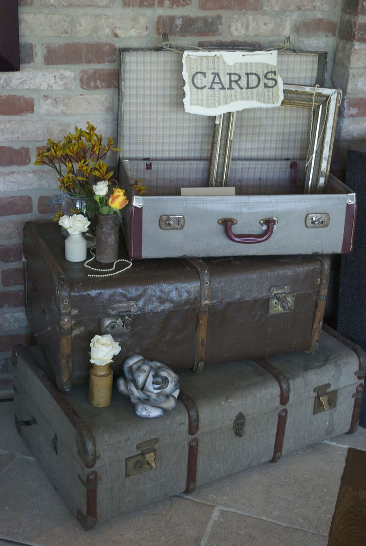 The 25  best Vintage suitcases ideas on Pinterest | Bedroom ...