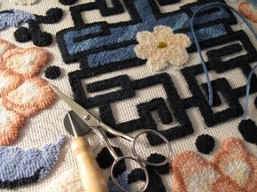 Jeanne Sullivan Design - Rug Hooking How-To Tutorial. Primitive Wool Rug Hooking - I've been looking for this for a VERY long time!! <3 <3
