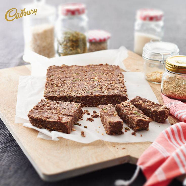 On the go? Give these quick and healthy homemade #Peanut #Butter Energy Bars a whirl. They're the perfect combo of delicious and nutritious with no baking required!  #CADBURY #Cadburyrecipes #healthysnack #chocolate #energybars #baking