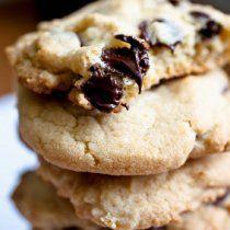Las mejores galletas con chispas de chocolate. Una receta clásica que le encanta a toda la familia.