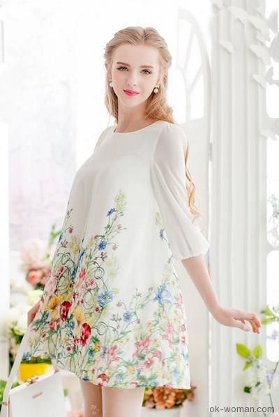 Romantic Clothing - Made from a lightweight woven fabric, Floral print