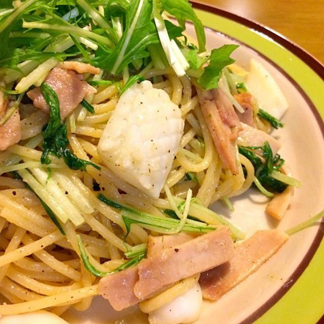 今日はあたしのだけでいいって事で冷蔵庫の仲間達でパスタ*\(^o^)/* 2014.4.3 - 105件のもぐもぐ - イカとハムと水菜のパスタで夕食 by かずみ