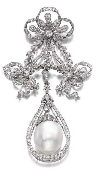NATURAL PEARL AND DIAMOND BROOCH/PENDANT, EARLY 20TH CENTURY Suspending an oval natural pearl measuring approximately 13.80 x 15.40 x 16.80mm, within a frame of circular- and single-cut diamonds, from a detachable surmount of garland design set with similarly cut and pear-shaped diamonds, brooch fitting detachable.