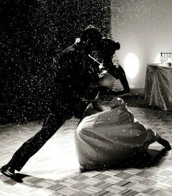Interesting Article On The Thought Process To Choosing Perfect Wedding Dance Photo By Cristina